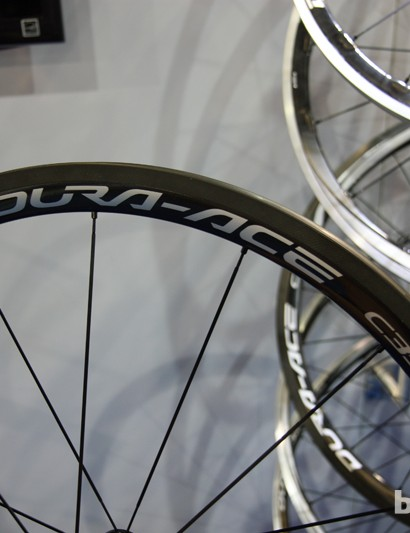 Claimed rim weight for the Shimano WH-9000-C35 carbon tubular is just 315g