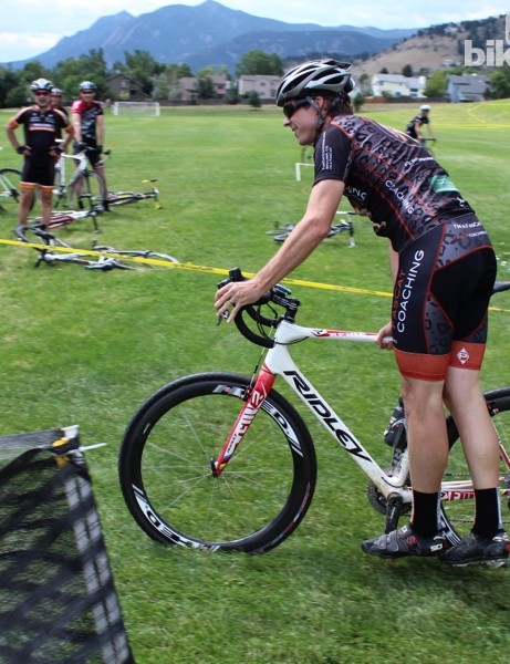 Cyclocross dismount step 5: Shift weight to your right arm on the top tube