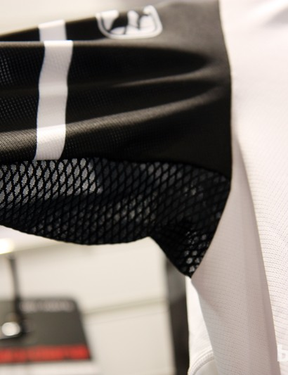 Mesh armpit inserts on the Giordana EXO System short sleeve jersey should be just the thing for keeping riders cool
