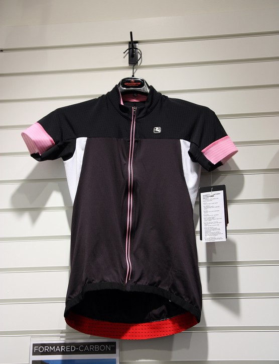 Women's versions of Giordana's Forma Red Carbon jerseys and shorts are built with the same features as the men's range but with more specific cuts and colors