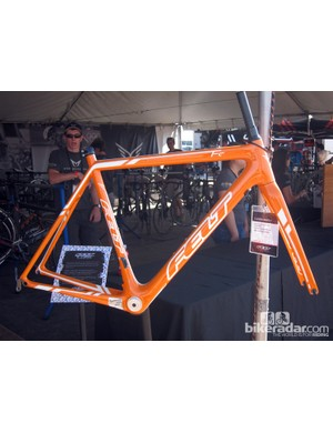 Felt has added a custom paint option for its FC carbon fiber road frameset