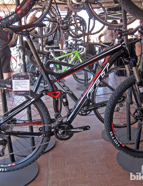 Felt has done a good job of giving the Edict Nine 60's aluminum frame a carbon-like look from a distance