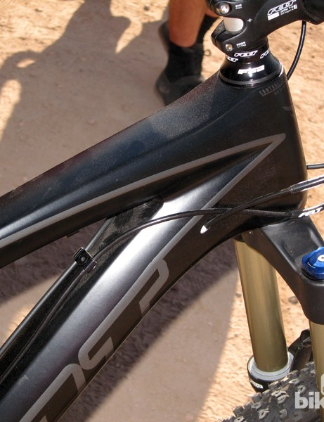 The 2013 Felt Compulsion LT3's carbon front triangle utilizes a mix of internal and external cable routing
