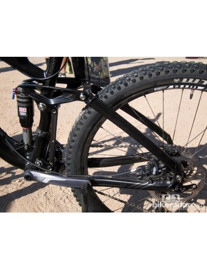 Felt's top-end Compulsion all-mountain bikes get a carbon fiber front triangle for 2013 but stick with an aluminum rear end
