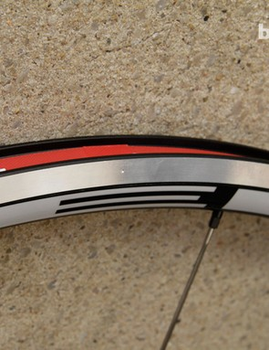 Flamme Rouge C2 rims have discrete wear indicators located on both sides of the rim