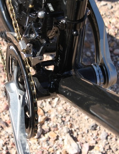 100mm-wide bottom bracket shells complement wider dropout spacing, providing ample tire clearance and allowing for reasonable chainlines