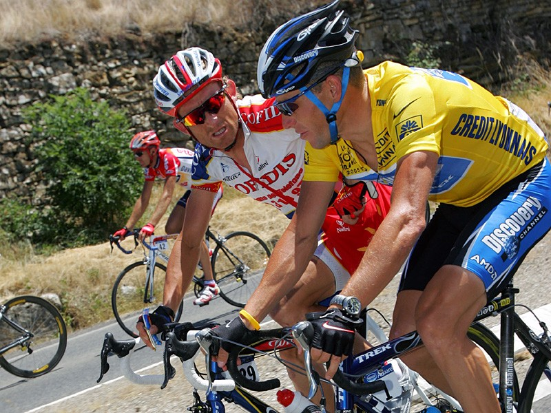 Matt White (L) and Lance Armstrong (R) during the 2005 Tour de France. White rode for US Postal between 2001-2003 and Discovery Channel in 2006-2007