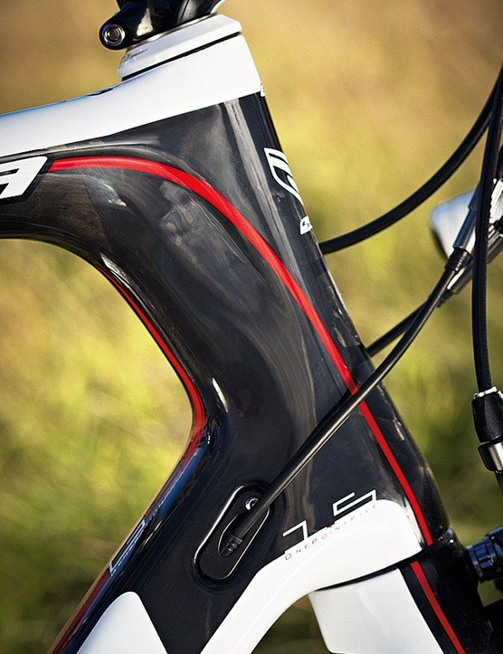 The shaped and reinforced aero head tube increases front end stiffness