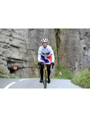 Wendy Houvenaghel climbing up through Cheddar Gorge
