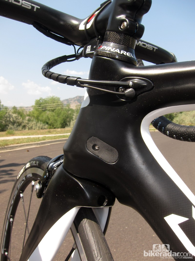 Pinarello offers up a relatively tidy solution to interchangeable mechanical and electronic routing on the new Dogma 65.1 Think2