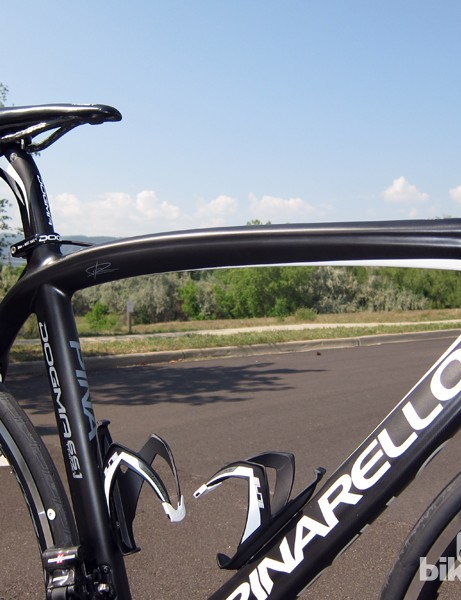 Pinarello says the Dogma 65.1 Think2's asymmetrical shape is designed to balance out the uneven forces applied to the frame. However, we can't help but question the benefits of a slightly asymmetrical top tube
