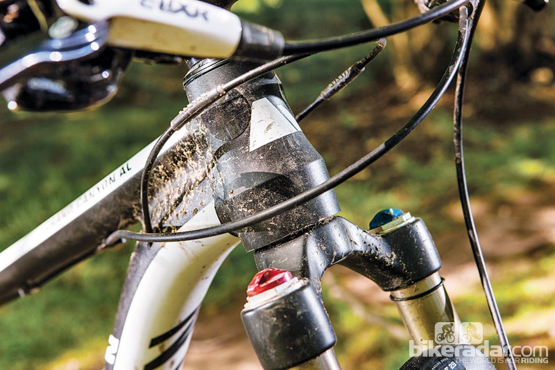 Cables cross over once routed inside the down tube, to prevent annoying rattles