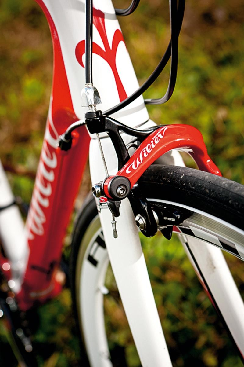 1d709883f40 The recall affects forks shipped with the Wilier Izoard XP from October 1,  2011 to