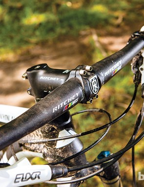 A 690mm wide flatbar from Ritchey ups the Canyon's technical prowess
