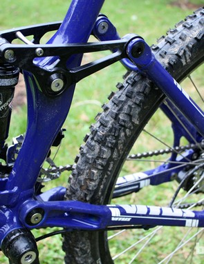 The four-bar V-Link rear suspension offers 140mm of travel