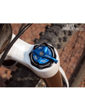The crown-mounted CTD Trail Adjust dials work as intended, offering three distinct settings that are available at the flick of a wrist. We found the fully open Descend mode too soft in most cases, though