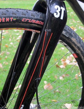 A recessed channel and twin zip-tie slots make for impressively tidy cable routing on the 3T Luteus Team fork