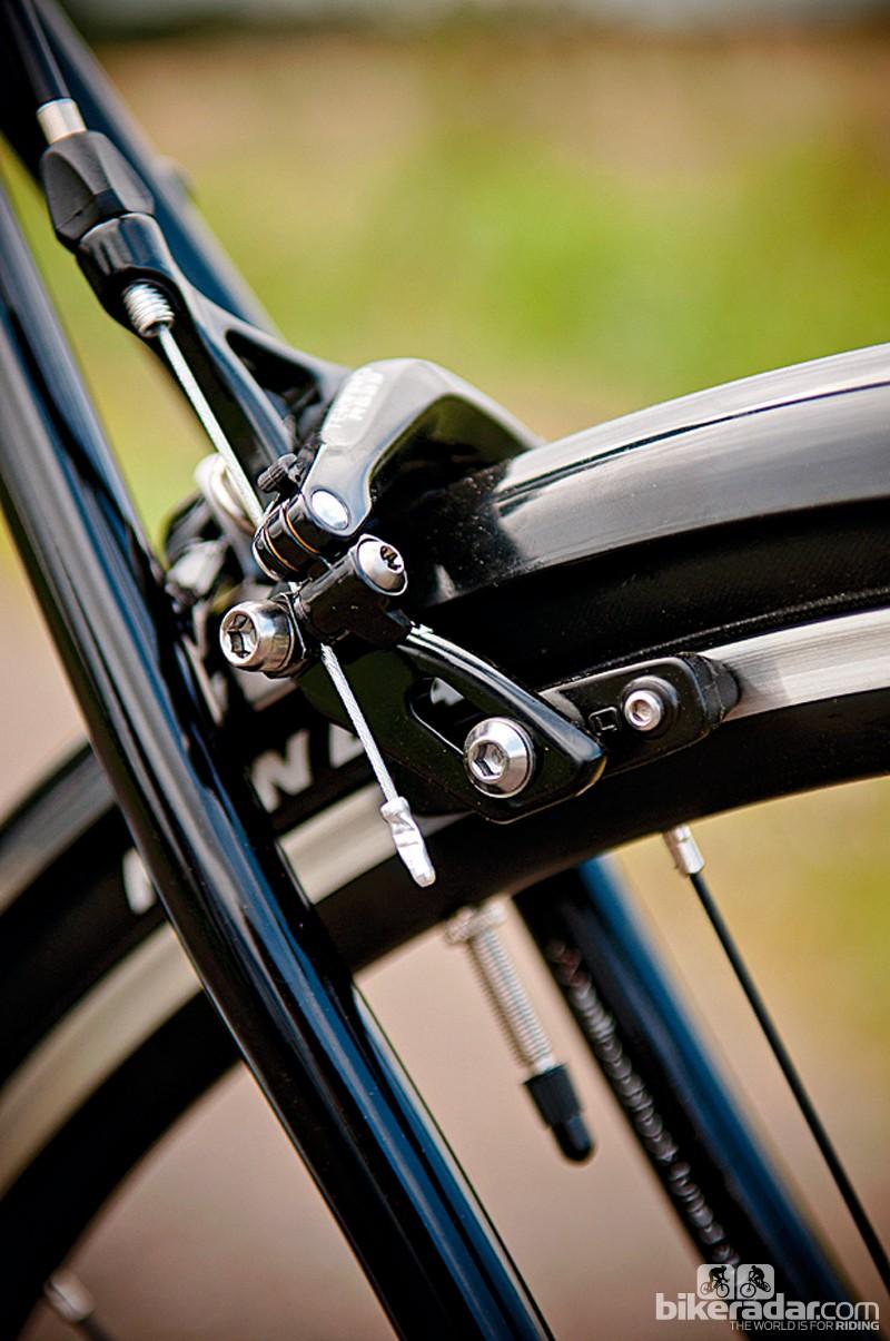 Tektro brakes accommodate the supplied full mudguards