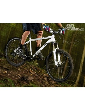 The broad, relatively high stance from the bars ensures plenty of confidence on technical trails