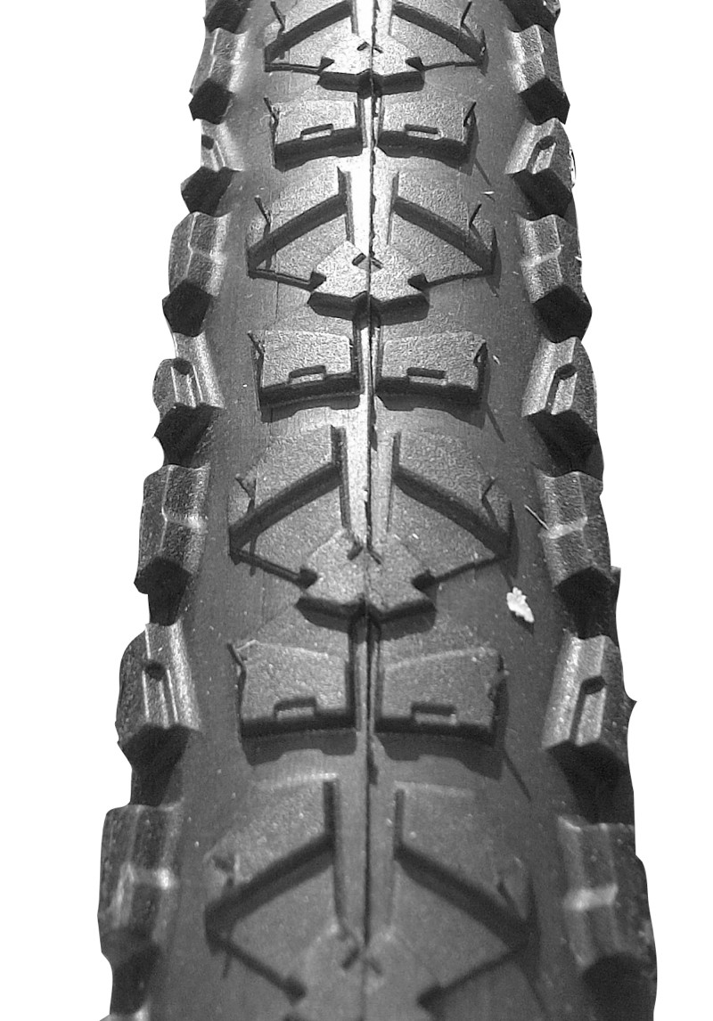 The Piranha2 tread is a fast-rolling clincher