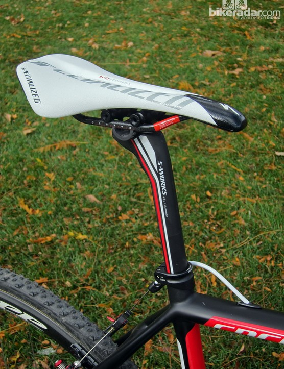 Todd Wells (Specialized) uses a Specialized Phenom saddle (143mm width) and a carbon fiber seatpost