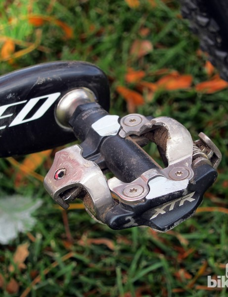 Todd Wells (Specialized) puts the power down though a set of Shimano XTR pedals