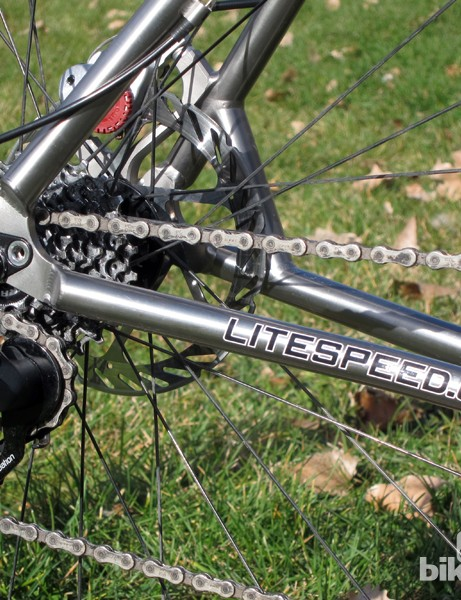Instead of huge chain stays and slim seat stays, the ones on the Litespeed CX are virtually identical in size