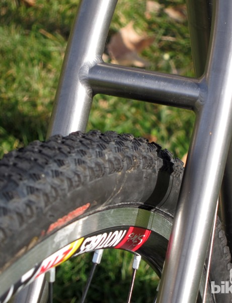 Tire clearance through the seat stays is very good