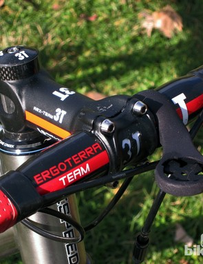 The 3T ARX Team forged aluminum stem and Ergoterra Team handlebar makes for a lightweight and stiff cockpit