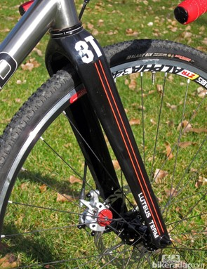 The 3T Luteus tapered disc-specific carbon fiber fork is lightweight, stiff, and offers heaps of mud clearance