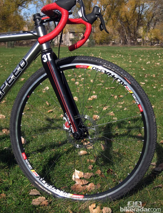 The Stan's NoTubes Alpha 340 Disc wheels are lightweight and seal well with the Kenda Slant Six tires