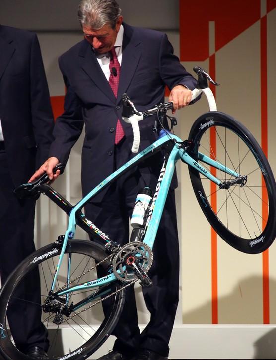 The legend and the bike: Felice Gimondi and the Oltre XR Gimondi 70