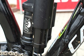 With the twist of a lever the Fox DYAD RT2 can be toggled between 150mm and 90mm of suspension travel