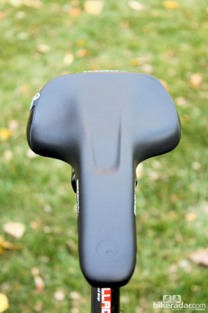 The SM3 has a wide, flat nose and a drastic transition to the rear of the saddle, allowing for unimpeded pedaling