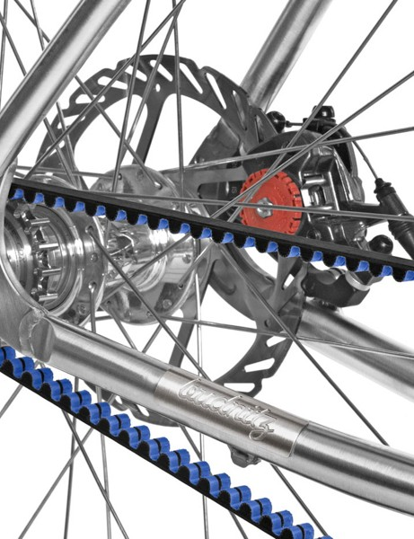 A Gates Carbon Drive belt is used for the singlespeed and 11-speed internal gear models