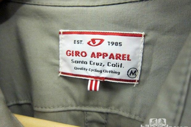 The retro theme even carries through to the tags sewn inside each Giro New Road garment
