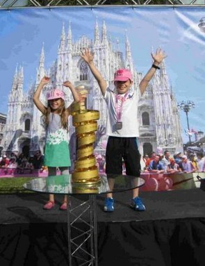 Young fans got to pose with the Giro d'Italia trophy