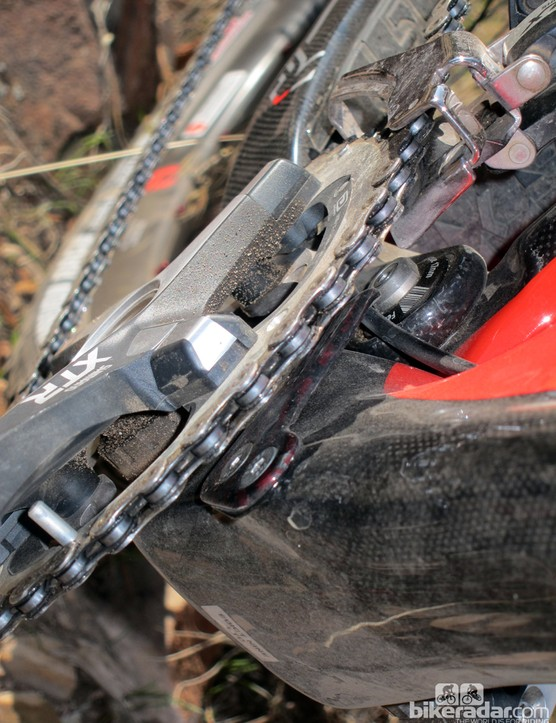 A carbon fiber plate bolted to the down tube keeps the chain from dropping to the inside