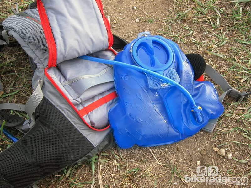 The new Camelbak 'Delta' reservoir is less radically triangular than on the Charge LR but still does a good job of centering the weight around your lower back. The internal baffle helps keep it flat even when filled to the 3L capacity