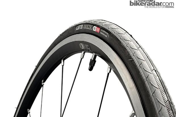 Onza Lavin training tyre