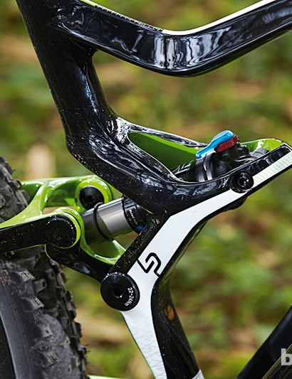 The unusual shock position penetrates and anchors around the seat tube