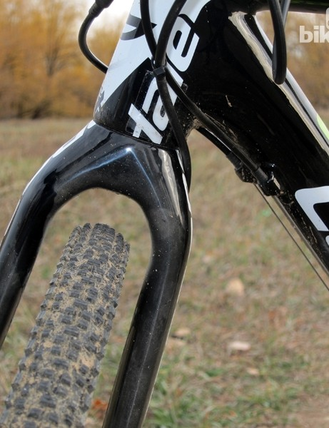Tire clearance is generous through the fork crown - just as it should be on a disc-equipped machine