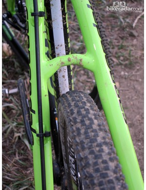 Mud clearance is plentiful through the seat stays, too