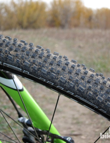 The stock Schwalbe Racing Ralph clinchers are fast rolling, with outstanding grip on hardpack, dry grass, and sand. The squared-off profile bites hard in the corners but the tightly spaced knobs obviously don't cope well with mud