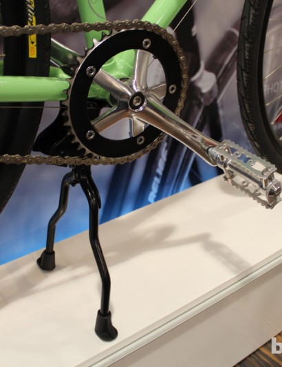 No derailleur on the 5-speed, but there is a beefy kickstand