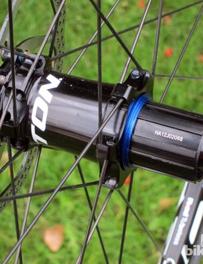 Easton builds the EA90 XD wheels with its familiar M1 mountain bike hubs, which feature adjustable preload, sealed cartridge bearings, straight-pull spokes, aluminum hub shells, and an aluminum freehub body