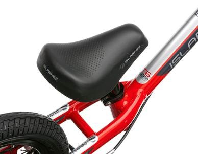 The saddle is lighter and stronger on the new Rothan balance bike