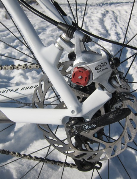 Both the front and rear brake mounts are sized for 140mm rotors - perfect for 'cross racing