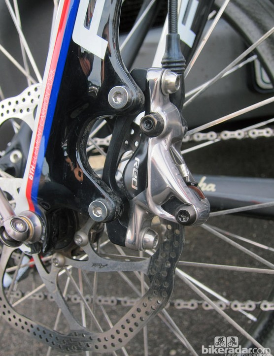 The SRAM Red hydraulic disc brake caliper is impressively tidy, with a keen two-tone finish that matches the rest of the group