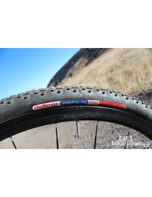The Challenge Grifo 32 clinchers proved to be good all-round tires, and actually measured 33.5mm on the Oval wheels